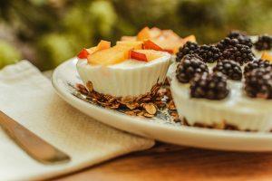 Fagyasztott joghurtos granola kosárkák nyári reggeli az Impulzív Magazin oldalán